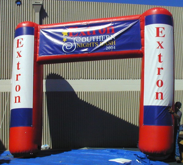 Banners, Flags & Balloons - balloons arch extron 052104 - Banners, Flags & Balloons